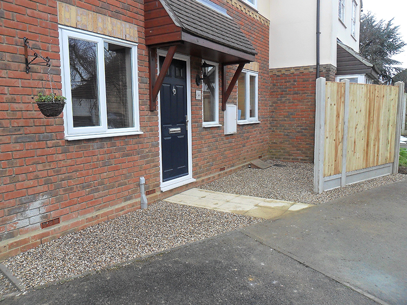 Job completion of new fence with gravel front garden and paving slab pathway.