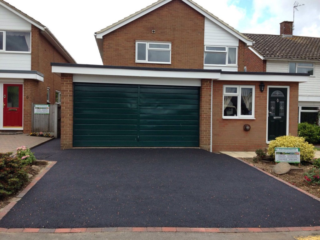 Completed job - hot rolled tarmac with red chipping effect